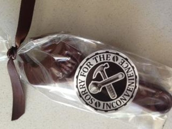 Shore Hotel: the funny excellent chocolate wrench after fixing the drawer !