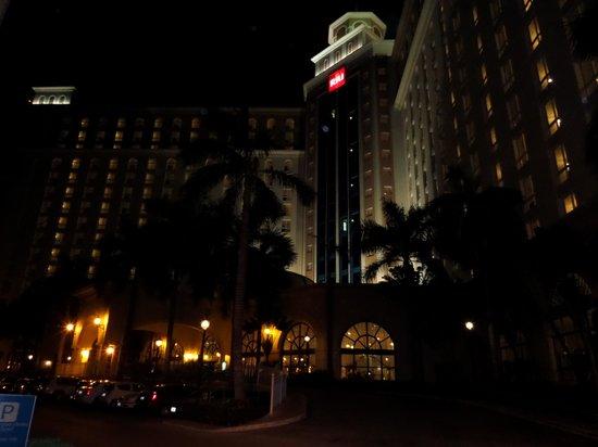 Hotel Riu Cancun: Frente do hotel