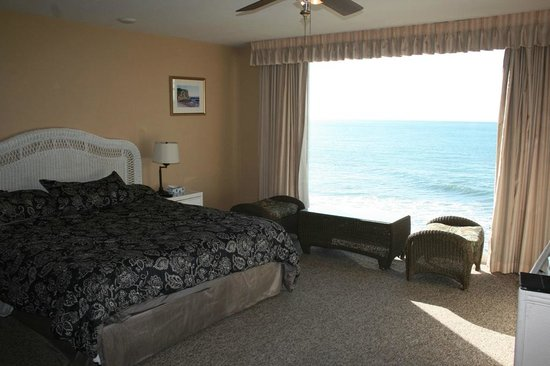 Cliff House Inn on the Ocean: Deluxe room # 24 with a view.
