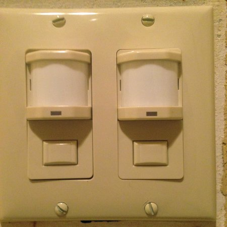 Comfort Inn: light switches
