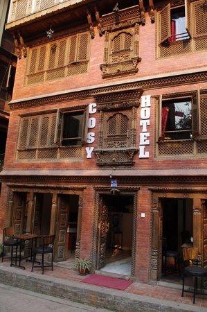 Cosy Hotel vom Innenhof gesehen