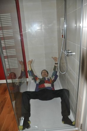 Pine Ridge: Yes, the shower is THIS big!