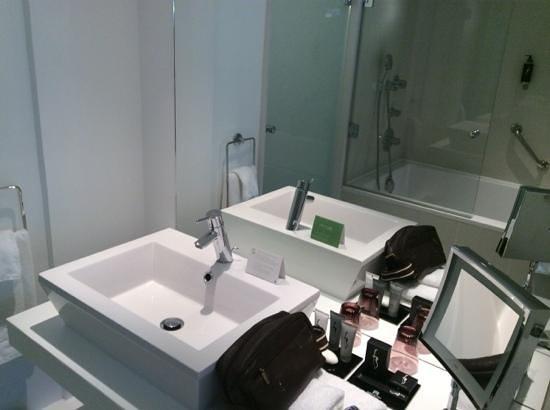 Hôtel Barrière Lille : bathroom