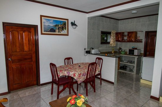 Chalets d'Anse Reunion: 1-st floor, kitchen, dining area