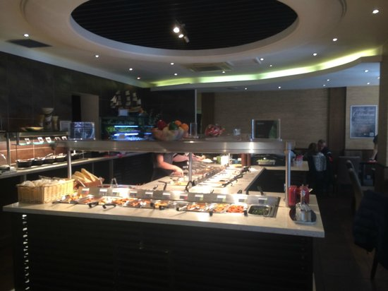 COSMO Eastbourne: The main buffet
