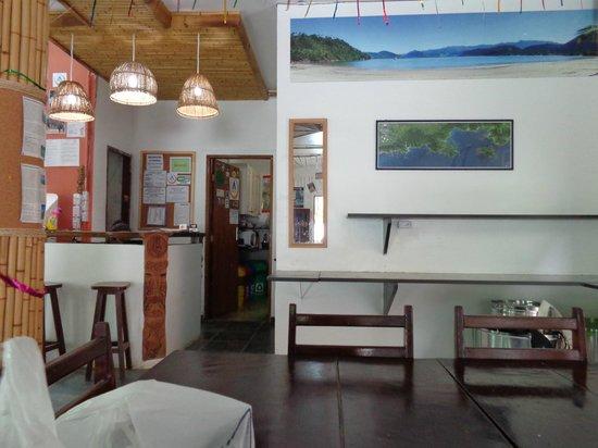 Pousada Tribo Ubatuba Hostel: la recepcion