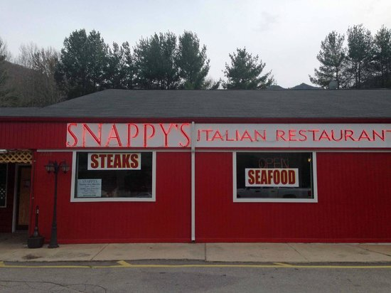 Snappy's Italian Restaurant and Pizzeria: outside