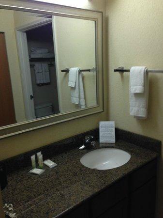 Staybridge Suites Corpus Christi : separate shower