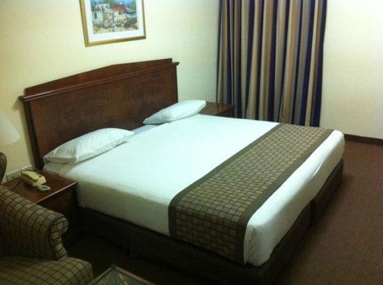 Bethlehem Hotel: biggest bed ever!