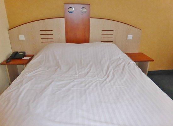 Alliance Hotel Brussels Expo : La chambre ; le lit