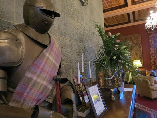 Dromoland Castle Hotel : In the lobby I found a knight