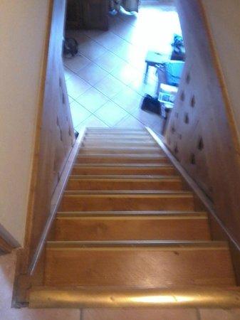 Apartamentos Pierre & Vacances Premium Fermes Méribel: Steep stairs to reach the 2 upstairs bedrooms