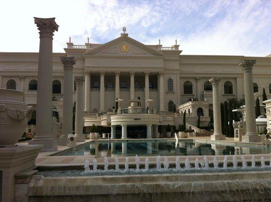 Caesars Palace: Piscine et bar