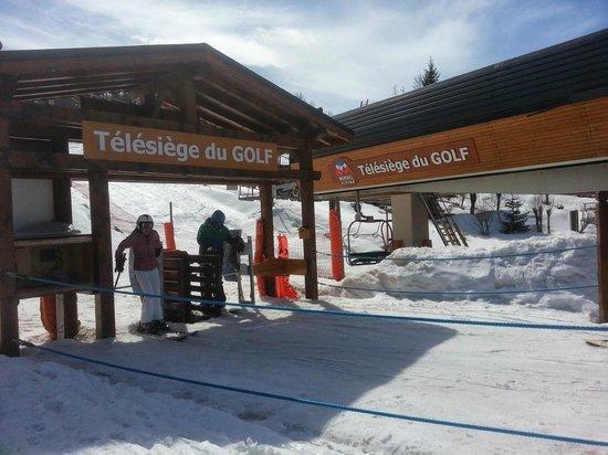 Apartamentos Pierre & Vacances Premium Fermes Méribel: Close ski lifts