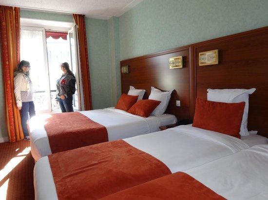 Hotel Terminus Lyon: quarto para 4 pessoas.