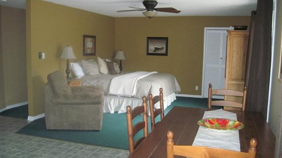 Kal Lake Hideaway Bed & Breakfast Vacation Resort: Kal Lake Suite