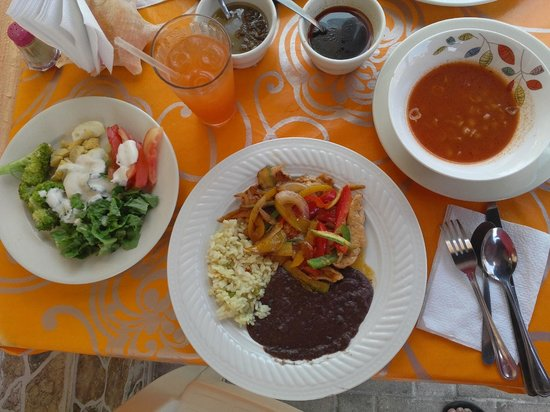 Ruben's Restaurant Isla Mujeres: Lunch Special Chicken with Vegtables