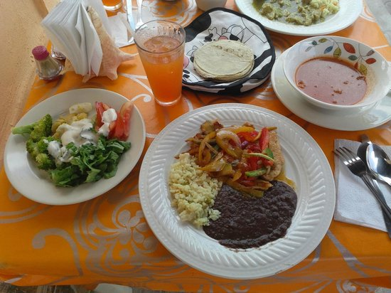 Ruben's Restaurant Isla Mujeres: Lunch Special Pork with Green Sauce