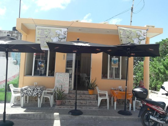 Ruben's Restaurant Isla Mujeres: Ruben's Ave Guerrero