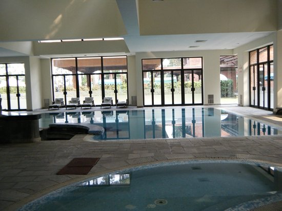 Gokarna Forest Resort: Indoor Swimming Pool