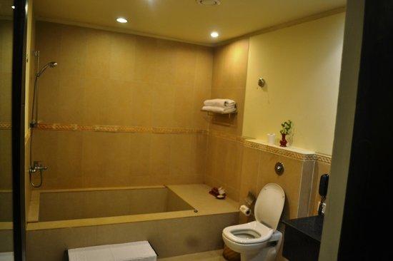 Gokarna Forest Resort: Big bath tub