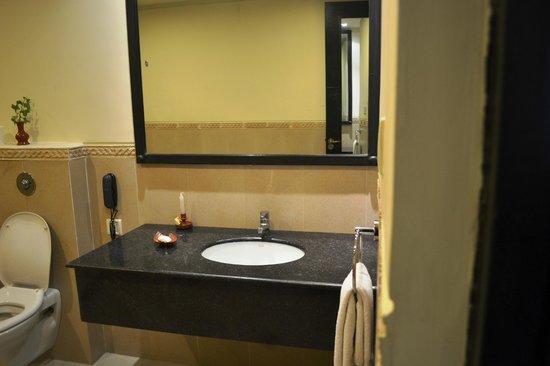 Gokarna Forest Resort: Bathroom