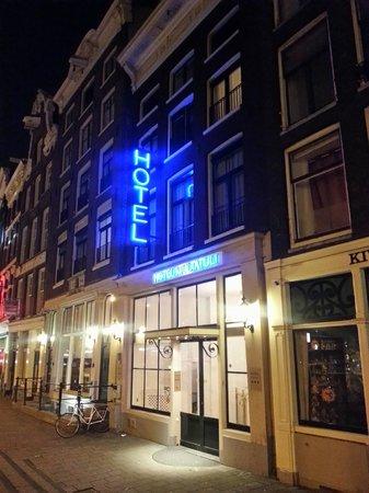 Hotel Multatuli: Вход в отель