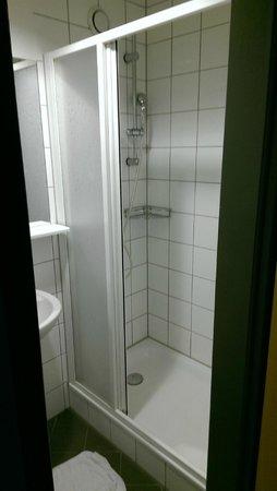 Citylight Hotel : Sauberes Bad, sehr große Dusche