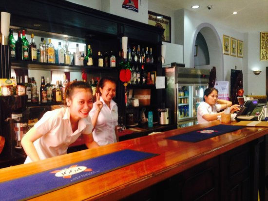 ANGKOR INTERNATIONAL HOTEL : Une tres bonne ambiance au bar
