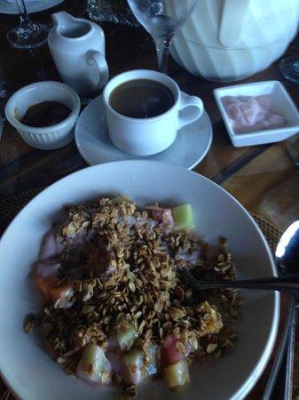 Ladera Resort: Continental breakfast..yogurt, granola, fruit, pastries