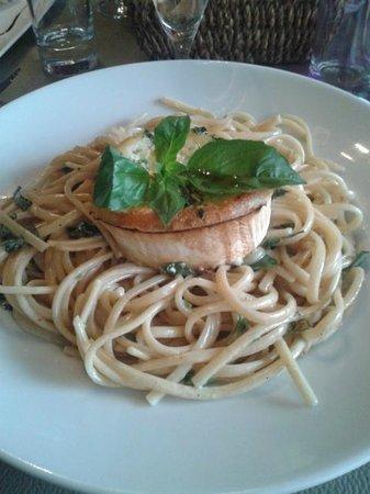 Restaurant Lou Ciapacan : Linguinis chèvre et basilic <3