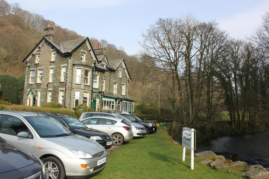 Riverside B&B: front of hotel from car park
