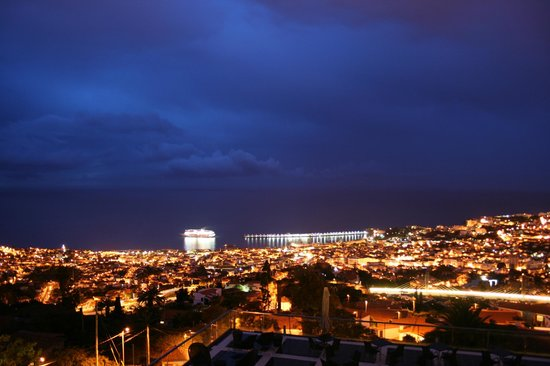 Quinta Mirabela: départ de paquebot  le soir