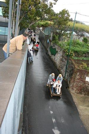Quinta Mirabela: Descente des charriots en osier dans la rue attenante