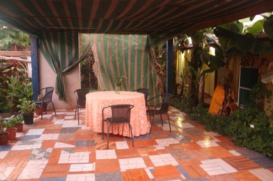 Tupa Hotel: Inner courtyard