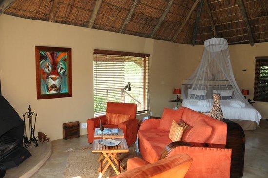 Sebumo Tude Nature's Lounge: Zimmer innen