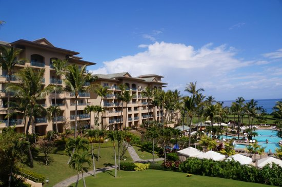 The Ritz-Carlton, Kapalua: View of rooms  on one side of the pool