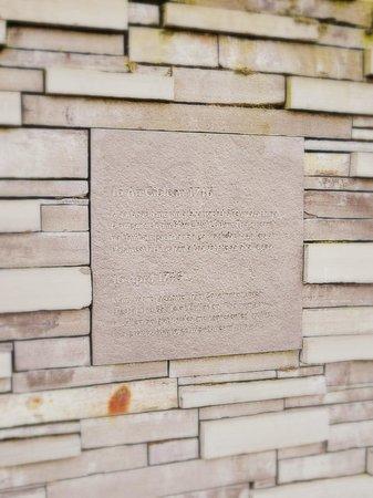 Culloden Battlefield: Memorial wall