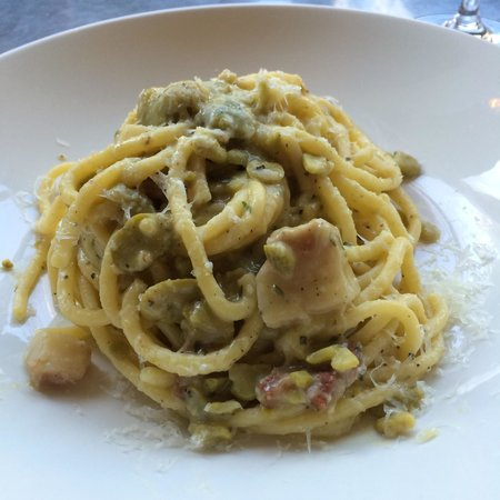 Delfina : Fresh bucatini with fava bean sugo and guanciale