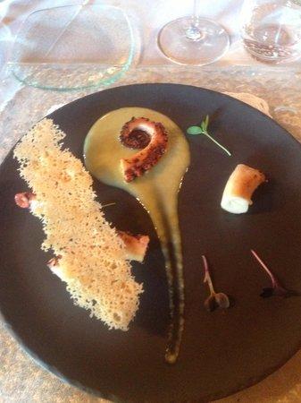 San Quintino Resort : Polipo scottato su vellutata di sedano e chips di parmigiano