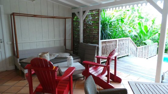 Hotel Plein Soleil: banquette lit - espace détente