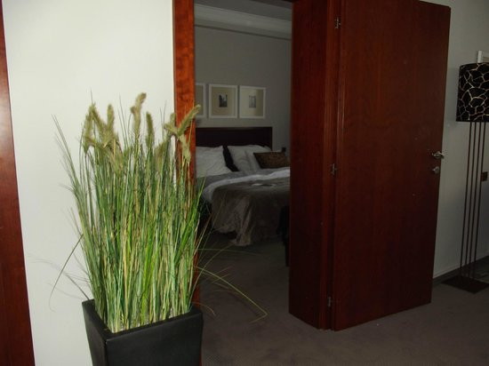 Jalta Boutique Hotel: Bedroom from sitting area