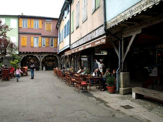 Cafe Castignolles: Freisitz am Markt