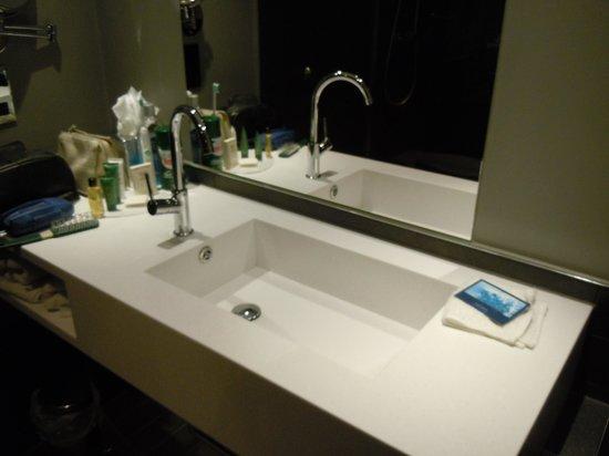 Hilton Leeds City: New sink area