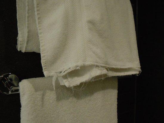 Hilton Leeds City: Frayed towels
