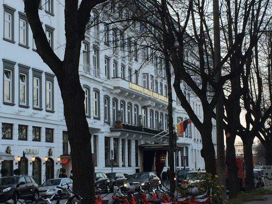 Fairmont Hotel Vier Jahreszeiten: El hotel por fuera