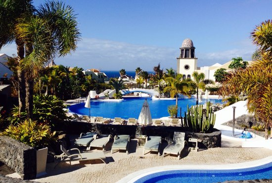 Hotel Suite Villa Maria: Beautiful pools and views of the sea