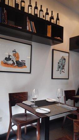 Enoteca de Belem : Table with Gallery