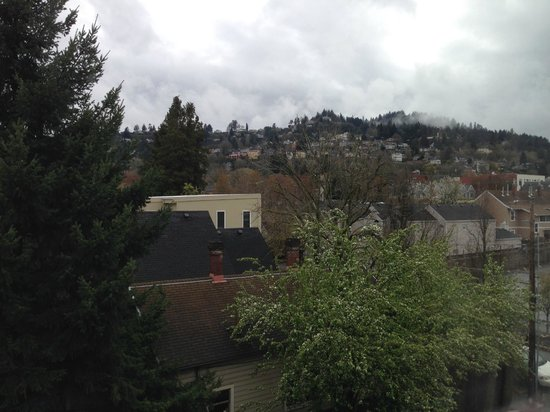Silver Cloud Inn NW Portland: View from my bedroom window