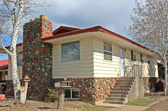 Bucky's Cafe & Motel: 5 bedroom rental house, Nightly or Weekly